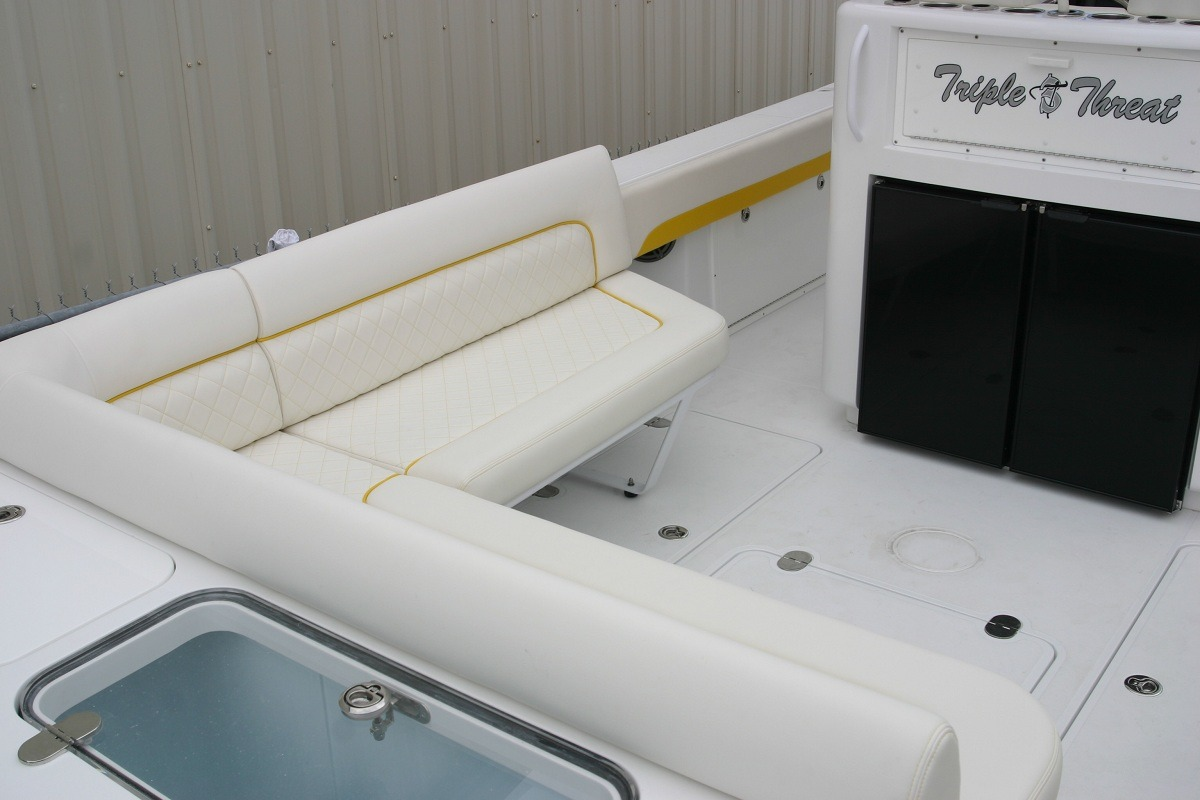 BW 355 aft lounge 2