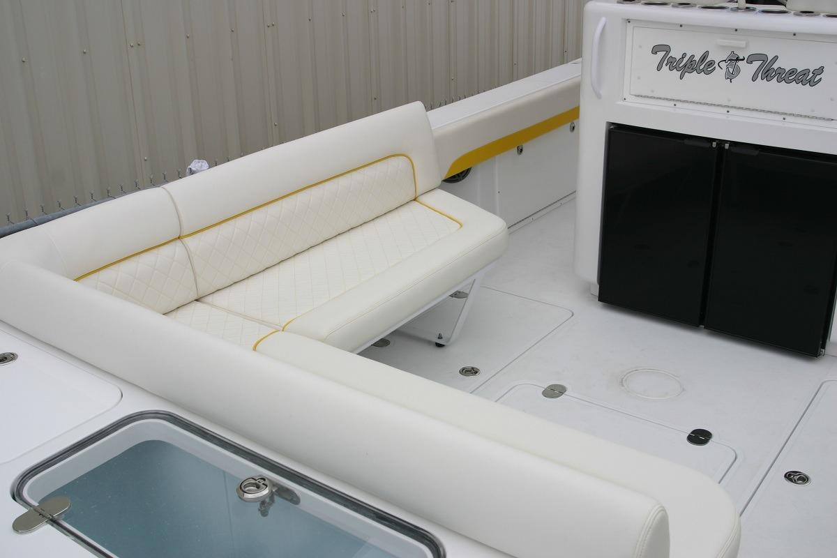 BW 355 aft lounge